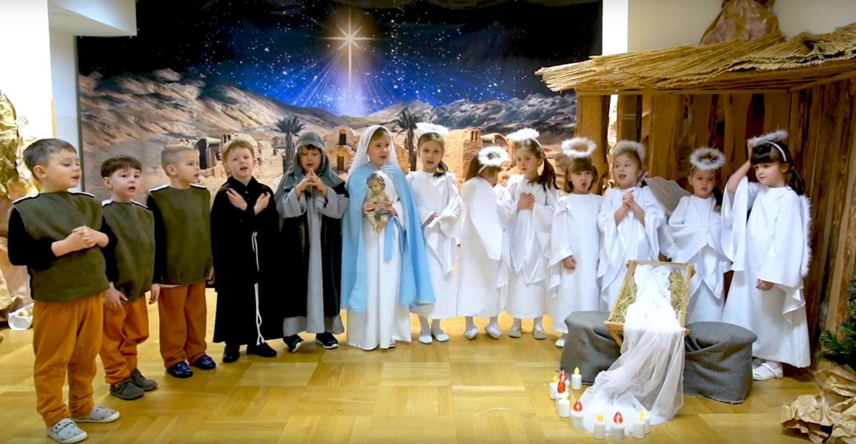 Jasełka w grupie 5 latków (22 grudnia 2020 r.)
