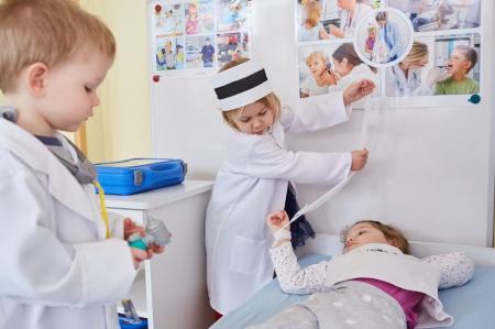 Zabawy w kąciku lekarskim