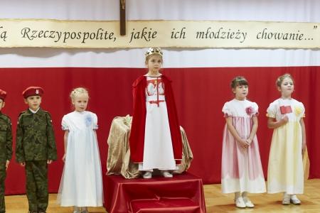Akademia patriotyczna wykonana przez  grupę 6 - latków